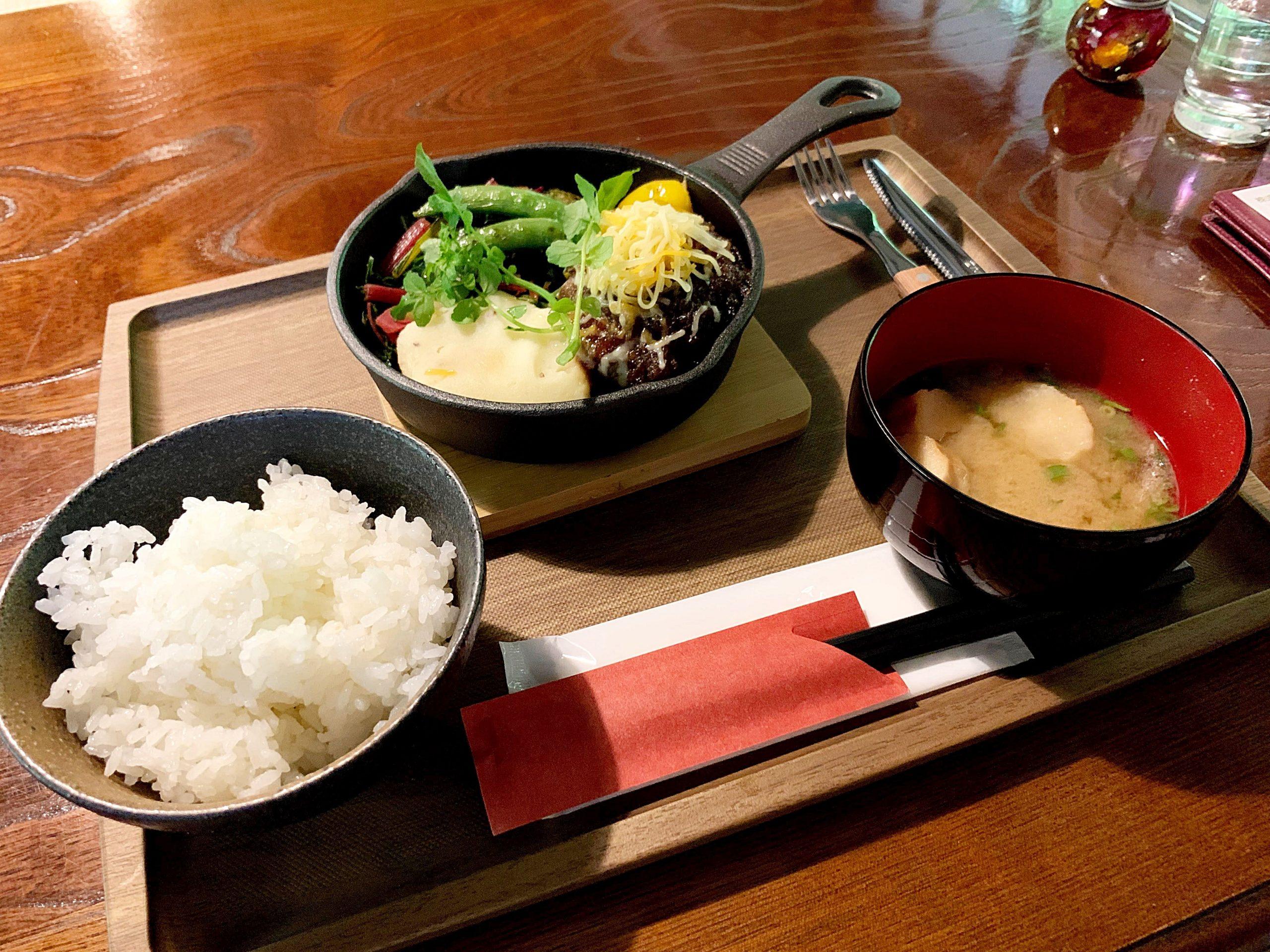 小菅村の原始村キャンプ場「食事処ムッカ」でジビエランチ「鹿バーグ定食」食べてきた